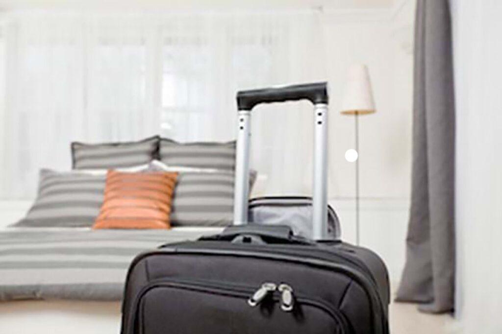 Wyjeżdżasz za granicę? Jak sprawdzić czy nie ma pluskiew w Twoim pokoju hotelowym?
